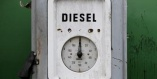 Diesel oil is a mixture of liquid hydrocarbons, obtained by fractional distillation of crude oil and used as fuel for diesel engines, for heating or for the production of electricity.